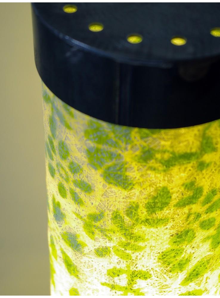 Lampada da tavolo in vetroresina con decori colorati