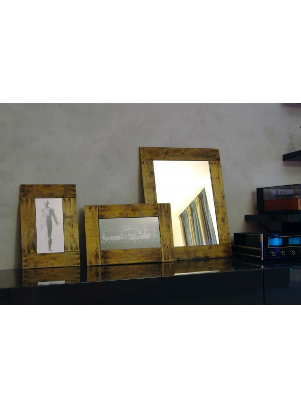 Flat frame in recycled wood for photographs - Ubriachina