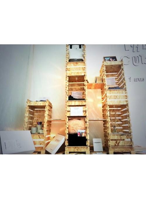 Vetrina a muro e libreria luminosa assemblabile di ecodesign
