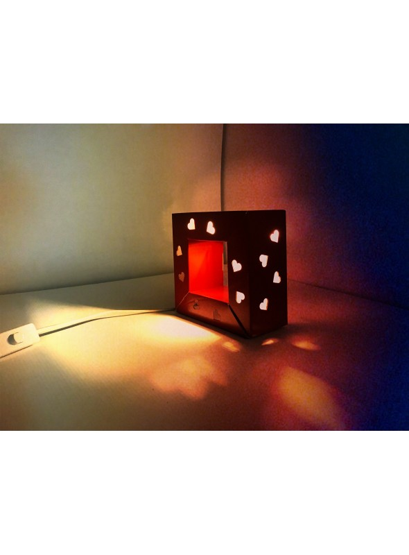 Ecodesign lamp in cardboard - Audrey Valentine's Day