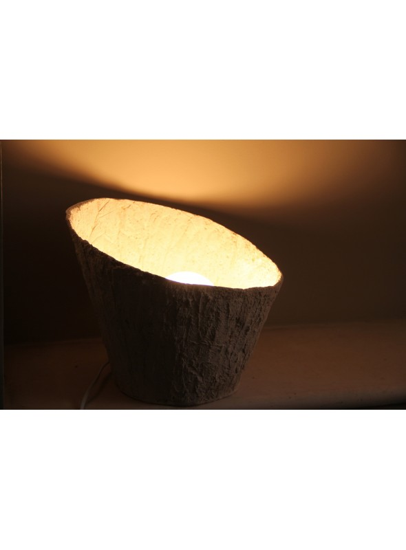 Conical trunk table lamp - Lily of the Nile