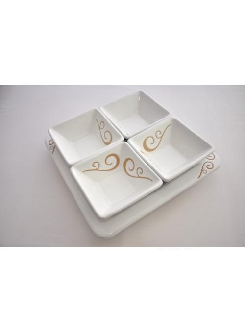 Antipastiera quadrata in ceramica per un pranzo elegante