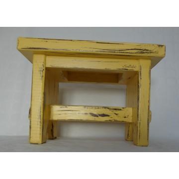 Sgabello in legno massello color giallo ocra Shabby Chic