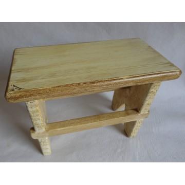 Sgabello in legno massello classico