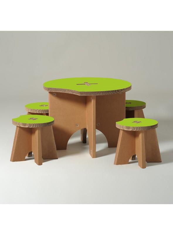 Tavolo con sgabelli per bambini
