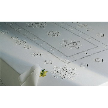 Embroidered table cloth with eight napkins - Punto antico italiano