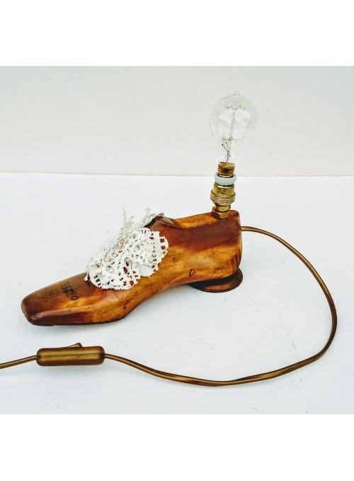 Lampada ricavata da una forma per scarpe e un centrino in pizzo - Jasmine 3