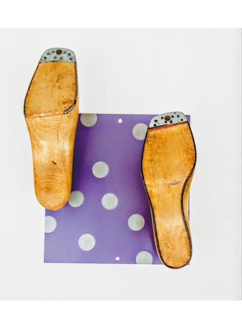 Appendiabiti ricavato da uno scarto metallico e due forme per scarpe - Shoe 2