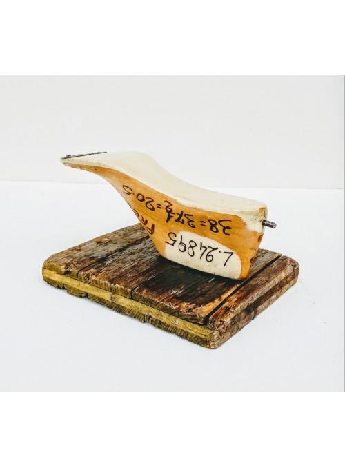 Appendiabiti ricavato da una trave in legno e una forma per scarpe - Shoe 3