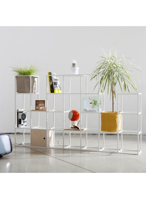 Modular shelf unit in 25 aluminum and cotton cubes