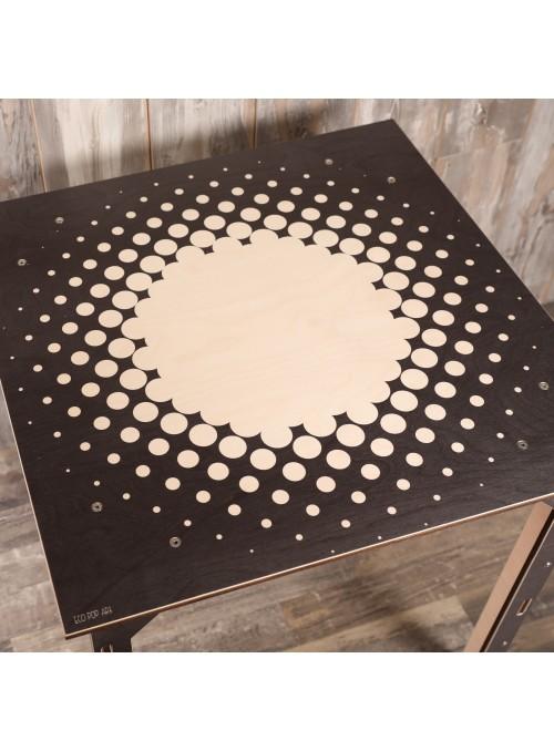 Tavolo decorato in legno multistrato