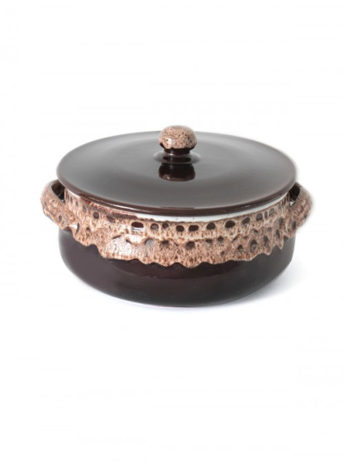 Brown fire flat pan for many recipes, with lace decoration