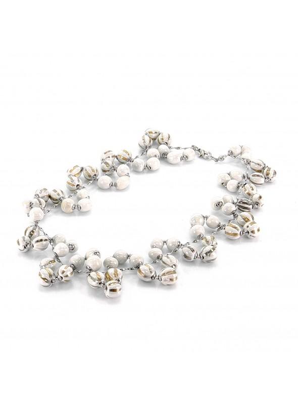 Girocollo in maiolica bianca con perline lavorate