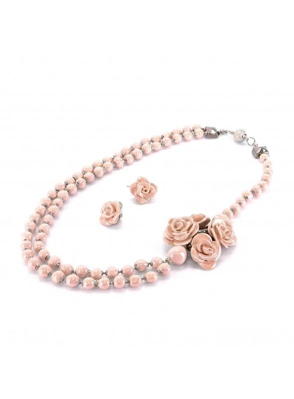 Collana asimmetrica a doppio filo con bouquet di rose