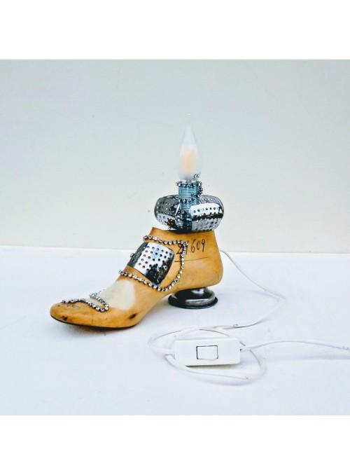 Lampada da tavolo ricavata da una vecchia forma per scarpe - Jasmine 11