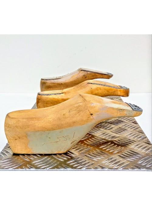 Appendiabiti ricavato da uno scarto di metallo e forme per scarpe - Metal