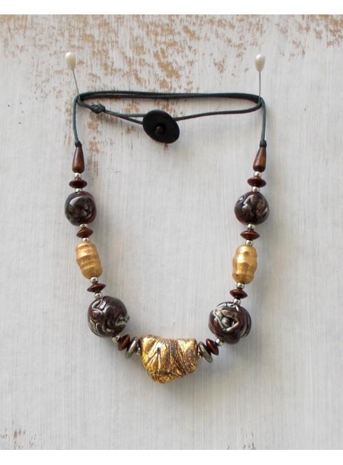 Collana in ceramica rosso scuro e oro
