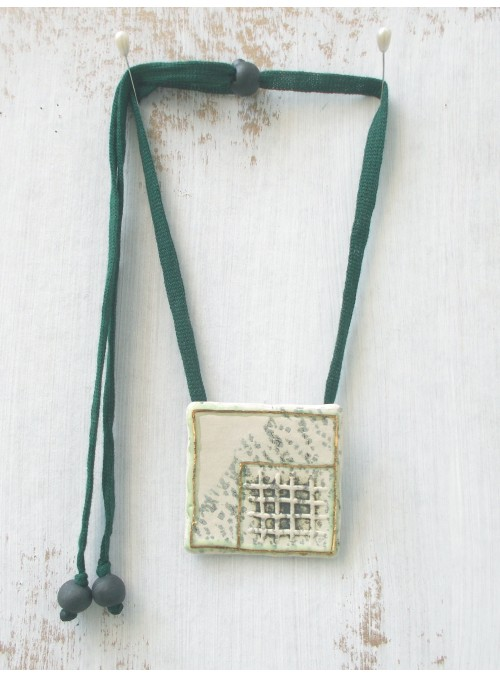 Necklace with ceramic small plate and golden decoration