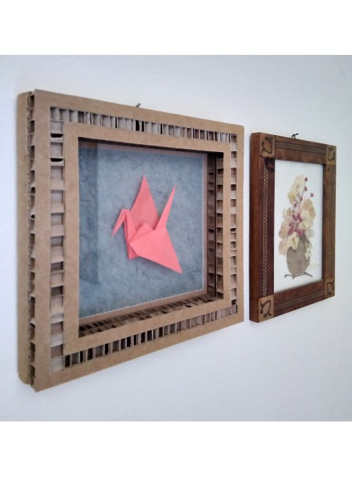 Frame with crane shaped origami - Gru
