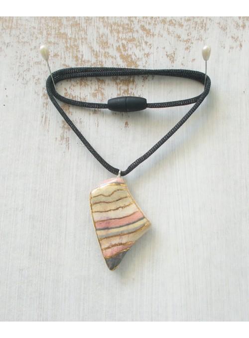 Collana con ciondolo in ceramica