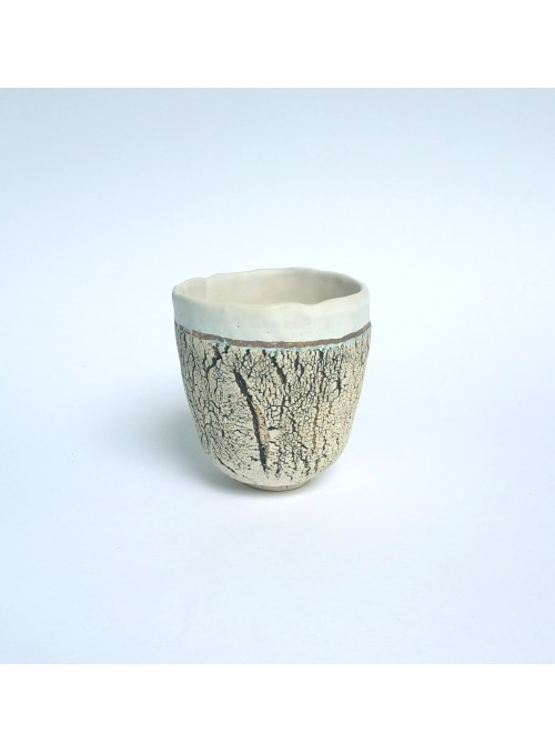 Cup in white and gold ceramic