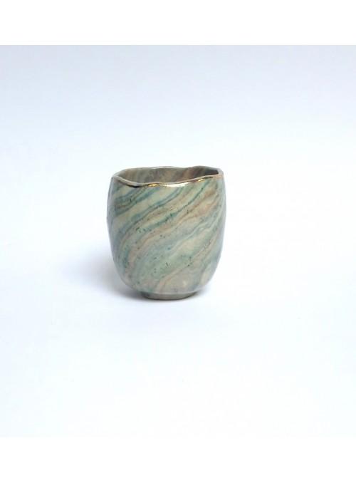 Tazza in ceramica neriage e bordo in oro