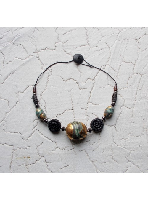 Necklace with three big beads with gold decoration