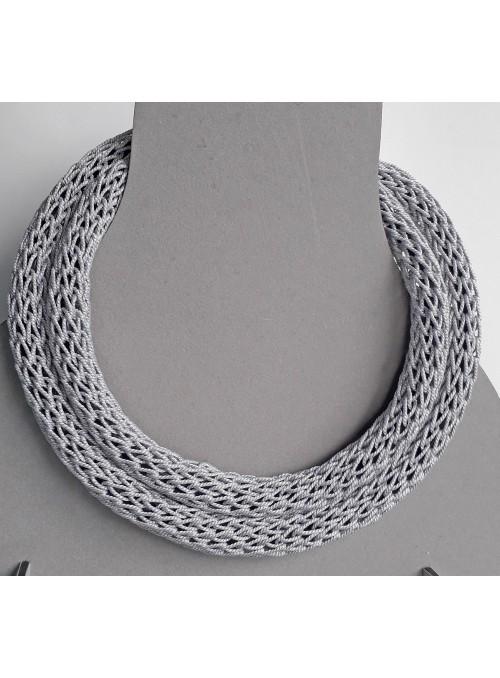 Collana tubolare in filo metallico argentato