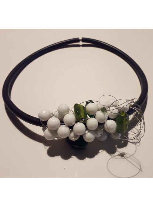 Chocker with semiprecious stones decoration
