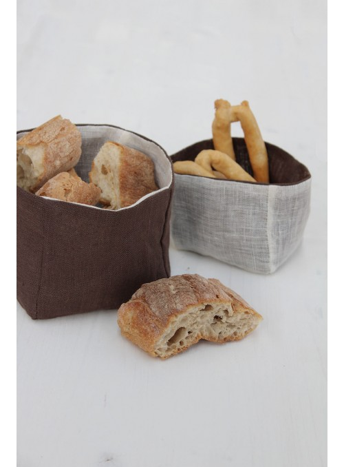 Bread baskets set in linen gauze