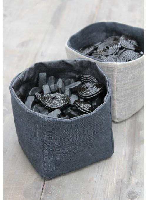Bread baskets set in resin treated linen