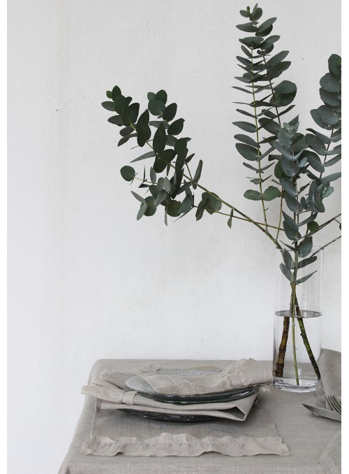 Tovaglia in velo di lino decorata con balza, in due misure - Velo