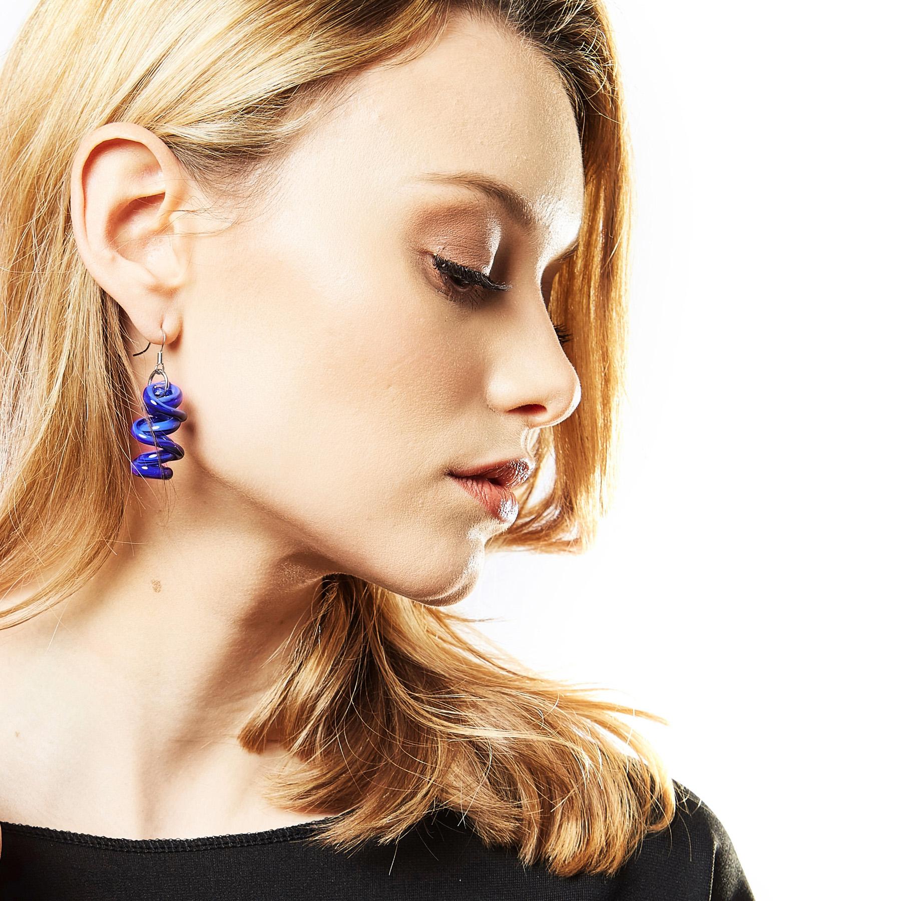 https://www.artesanbazar.com/it/gioielli-e-accessori-per-lei/1795-orecchini-pendente-murano-infinity.html